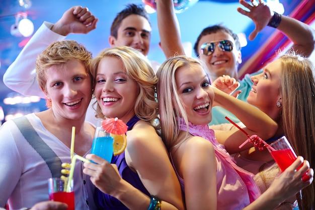 Teenager in der disco zu lachen Kostenlose Fotos