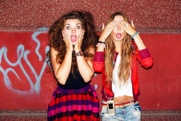 Teens, die lustige gesichter Kostenlose Fotos