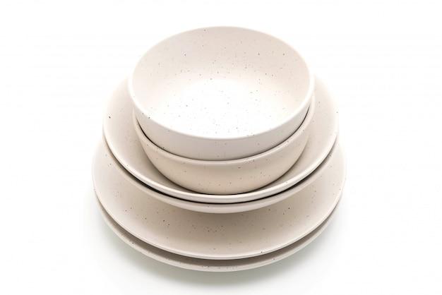 Teller und schüssel isoliert auf weißem hintergrund Premium Fotos
