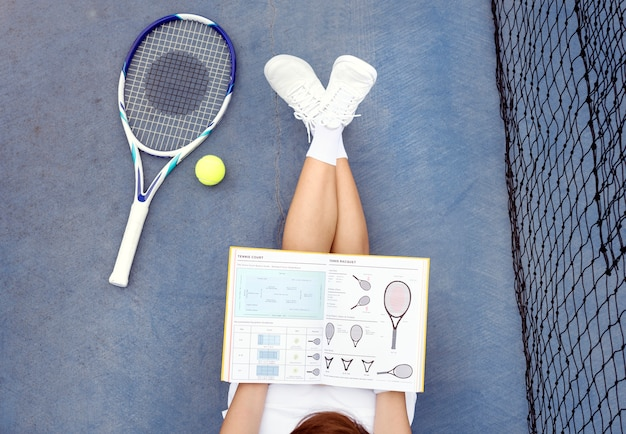 Tennis-studien-asiatisches zufälliges frauen-junge-konzept Premium Fotos