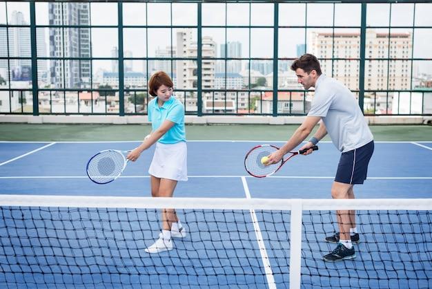 Tennis-trainings-trainer-übungs-athleten-aktives konzept Premium Fotos