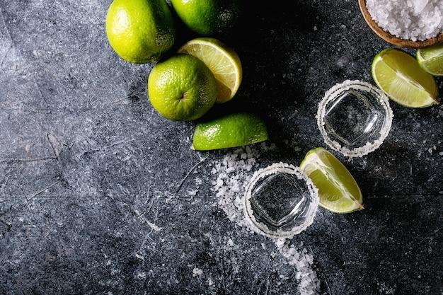 Tequila in einem glas Premium Fotos
