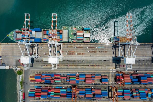 Terminal-container- und versandladecontainer aus der luft Premium Fotos