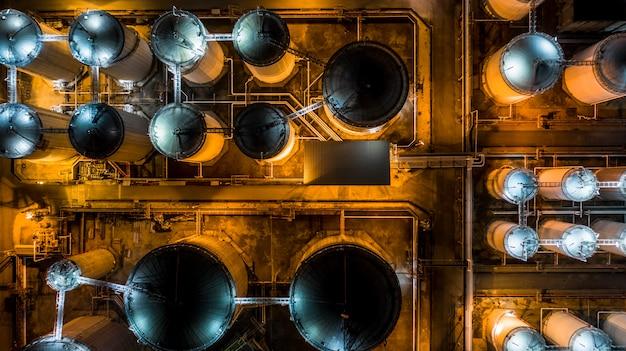 Terminal für flüssige chemikalientanks, lagerung des tanks für flüssige chemische und petrochemische produkte Premium Fotos