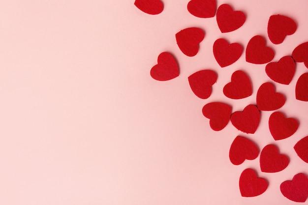 Textilvalentinsgrußtagesherzen auf rosa Kostenlose Fotos