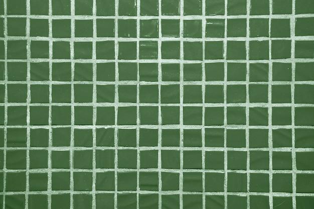 Textur von feinen kleinen keramikfliesen. grüne bodenfliesen Premium Fotos