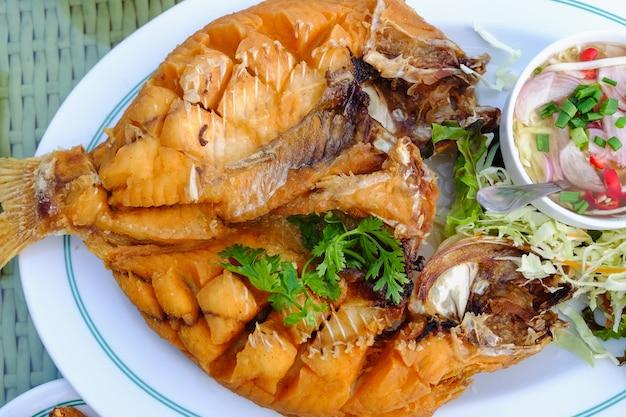 Thailändische lebensmittel auf dem tisch Premium Fotos