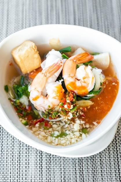 Thailändisches sukiyaki der meeresfrüchte Premium Fotos