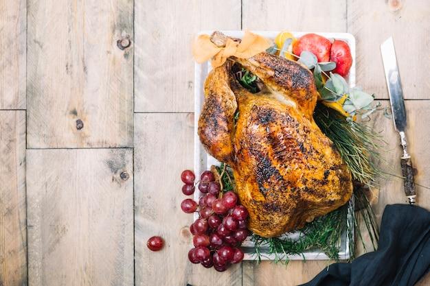 Thanksgiving-truthahn mit platz auf der linken seite Kostenlose Fotos