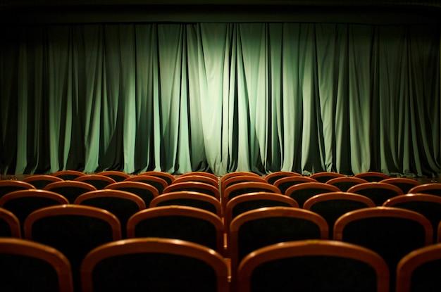Theater bühne grüne vorhänge Premium Fotos