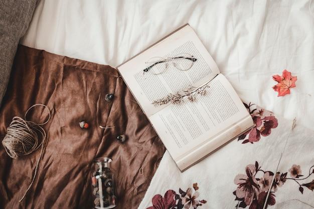 Thread Und Eicheln In Der Nahe Von Buch Download Der Kostenlosen Fotos