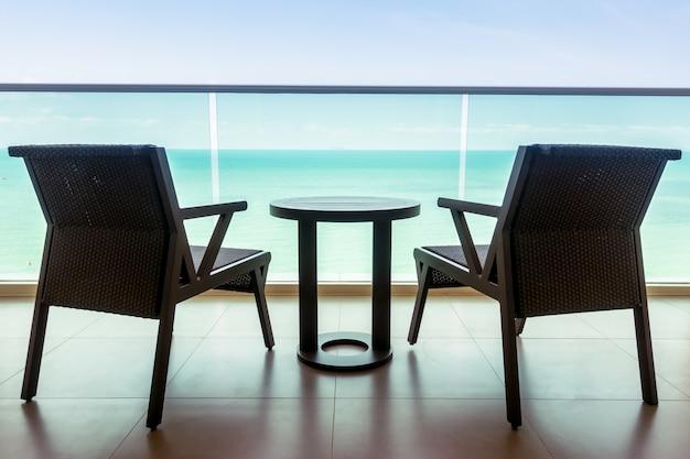 Tisch Und Stuhl Mit Balkon Im Freien