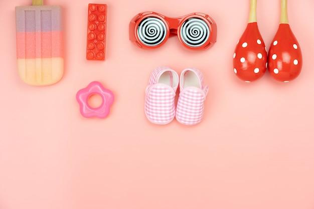 Tischdekoration dekoration kinderspielzeug für entwicklungskonzept. Premium Fotos