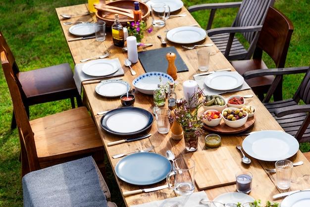 Tischgeschirr dekor dinner konzept Premium Fotos