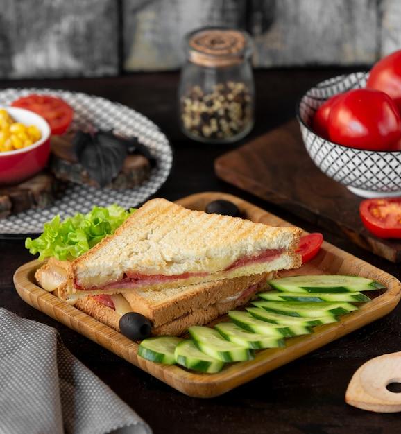Toast mit speckkäse und gemüse Kostenlose Fotos