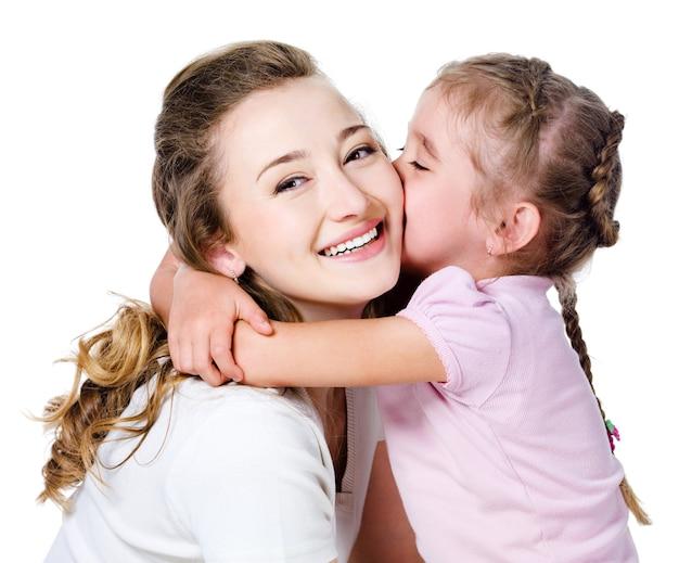 Tochter küsst ihre mutter Kostenlose Fotos