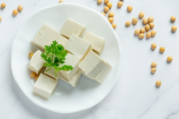 Tofu aus sojabohnen lebensmittelernährungskonzept. Kostenlose Fotos