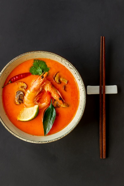 Tom lecker suppe. thailändische cousine. gesundes essen. rezepte. Premium Fotos