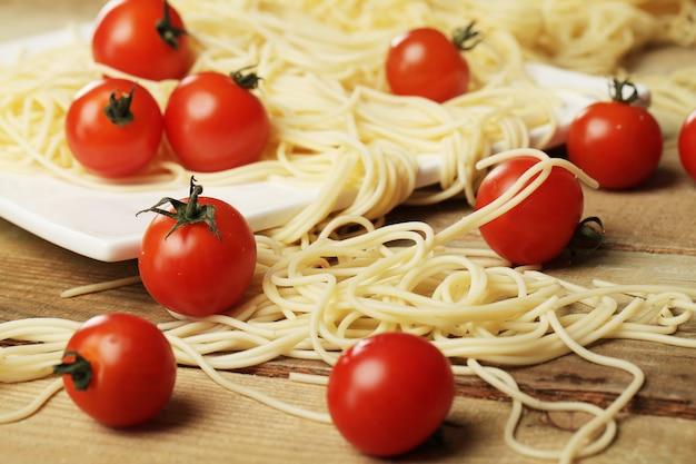 Tomaten und spaghetti Kostenlose Fotos