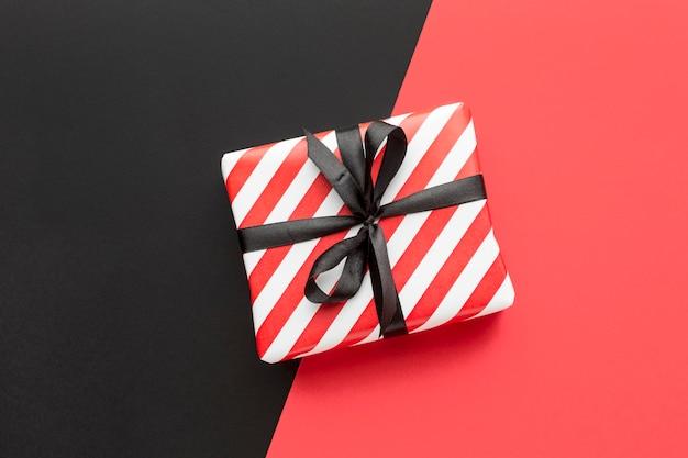 Top view geschenkbox cyber montag konzept Kostenlose Fotos
