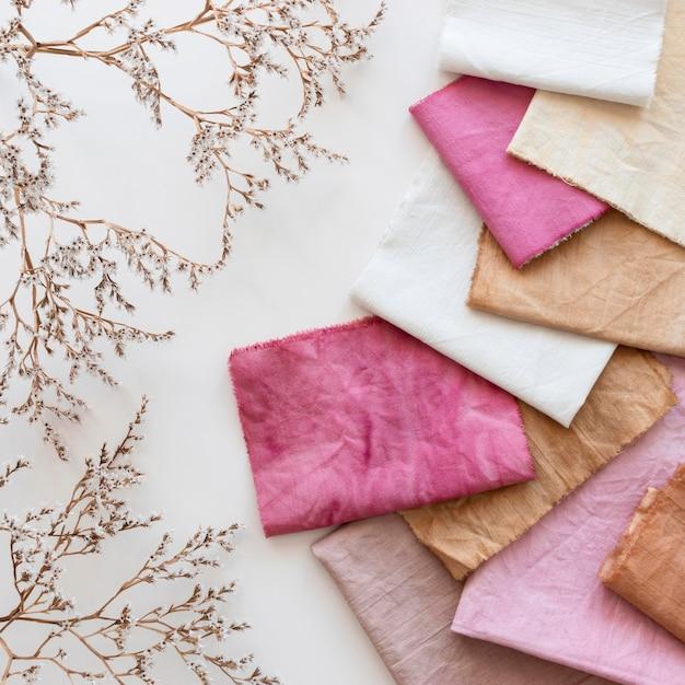 Top view tuch sortiment mit natürlichen pigmenten Premium Fotos