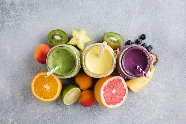Topview smoothies und obst Kostenlose Fotos