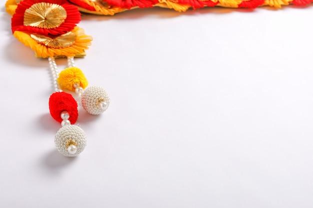 Toran ein traditionelles hängen, das in indischen haushalten bei festlichen anlässen zu sehen ist Premium Fotos