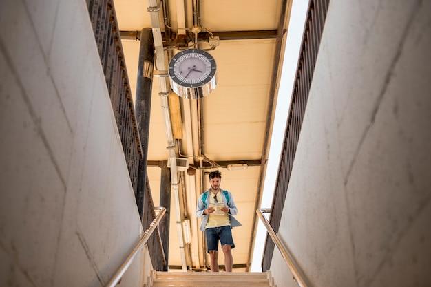 Totale reisende die treppe hinunter Kostenlose Fotos