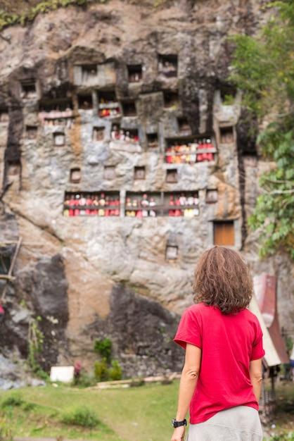Traditionelle grabstätte in tana toraja Premium Fotos