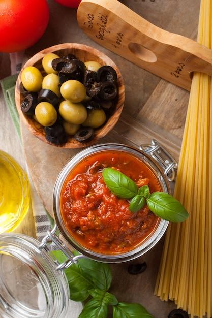 Traditionelle hausgemachte tomatensauce Premium Fotos