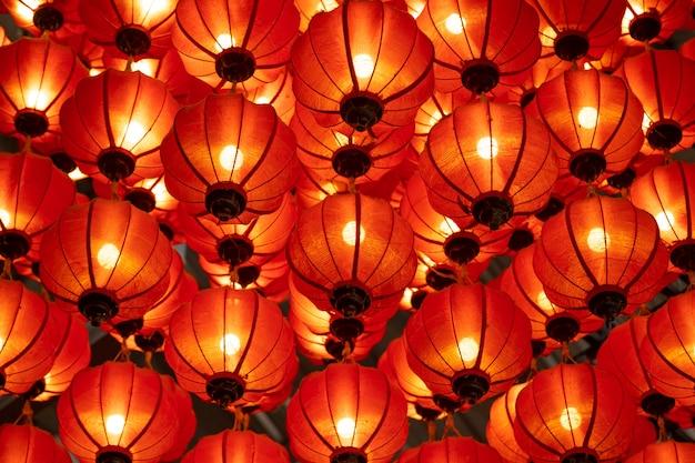 Traditionelle laternen in hoi an; unesco-weltkulturerbe; vietnam. wird verwendet, um während des chinesischen neujahrs viel zu dekorieren. Premium Fotos