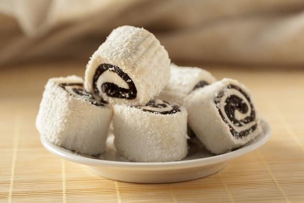 Traditionelle östliche desserts auf dem tisch Premium Fotos