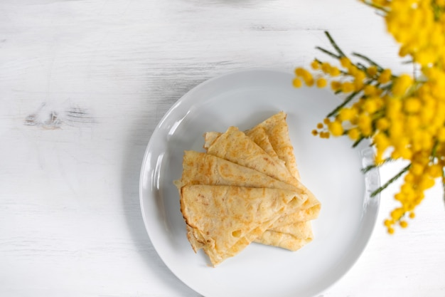 Traditionelle russische blini-pfannkuchen Premium Fotos