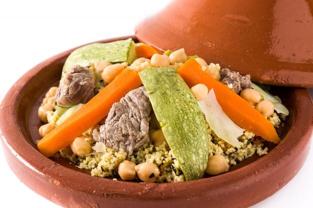 Traditionelle tajine mit gemüse, kichererbsen und fleisch Premium Fotos