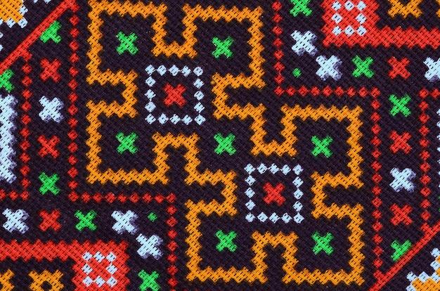 Traditionelle ukrainische volkskunst strickte stickmuster auf textilgewebe Premium Fotos