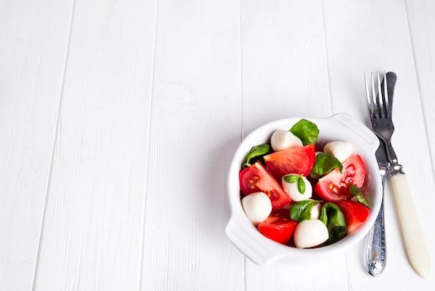 Traditioneller caprese-salat Premium Fotos