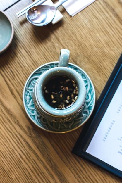 Traditioneller koreanischer tee auf einem holztisch Kostenlose Fotos