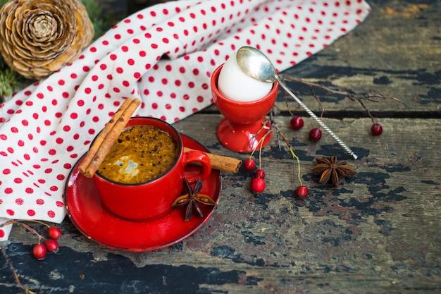 Traditionelles frühstück im rustikalen stil Premium Fotos
