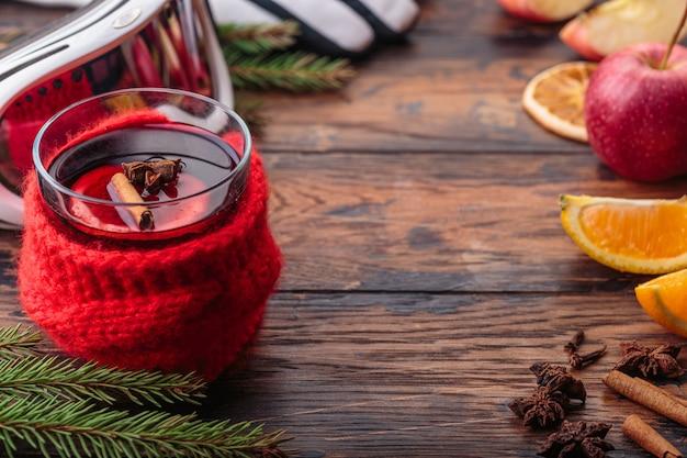 Traditionelles getränk des orange winters der glühweinweihnachtsdekorationsbestandteile apfels Premium Fotos