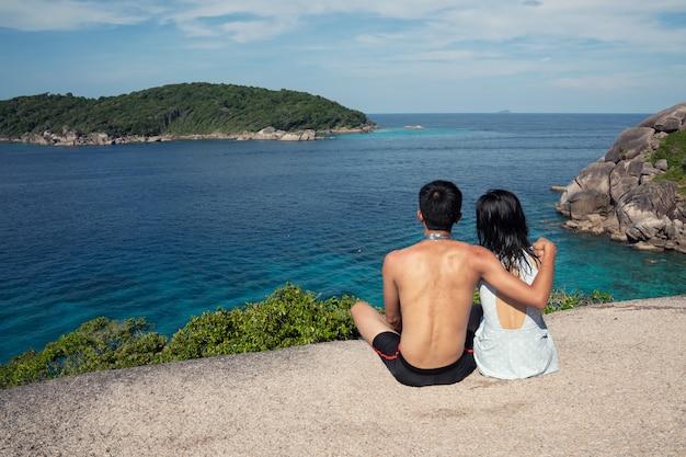 Tragender badeanzug eines reisenden in similan-insel phuket, thailand Premium Fotos