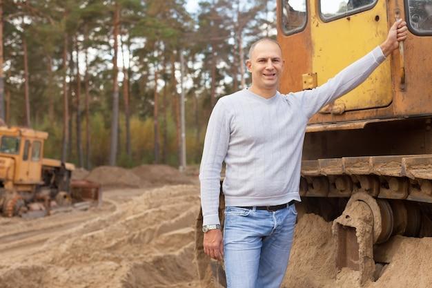 Traktor-betreiber am arbeitsplatz Kostenlose Fotos