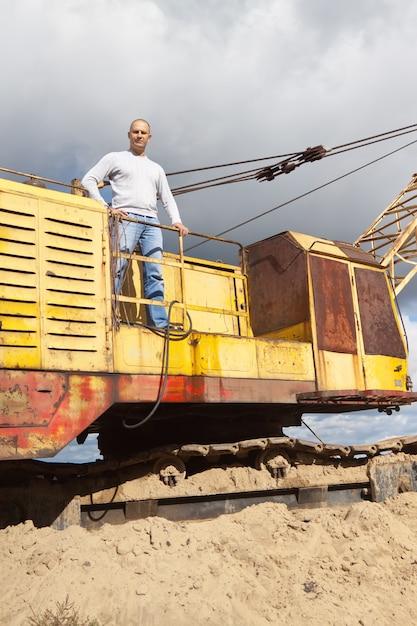 Traktor betreiber an sand grube Kostenlose Fotos
