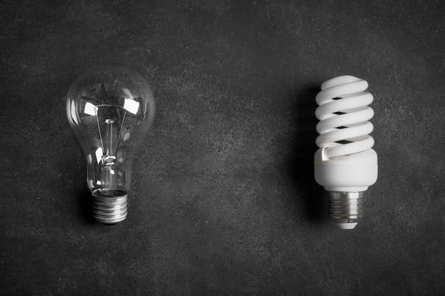 Transparente und weiße (energiesparende) glühlampen Premium Fotos