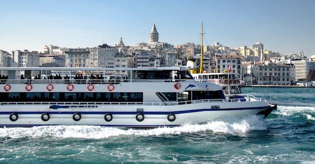 Transport auf dem bosporus in istanbul Premium Fotos