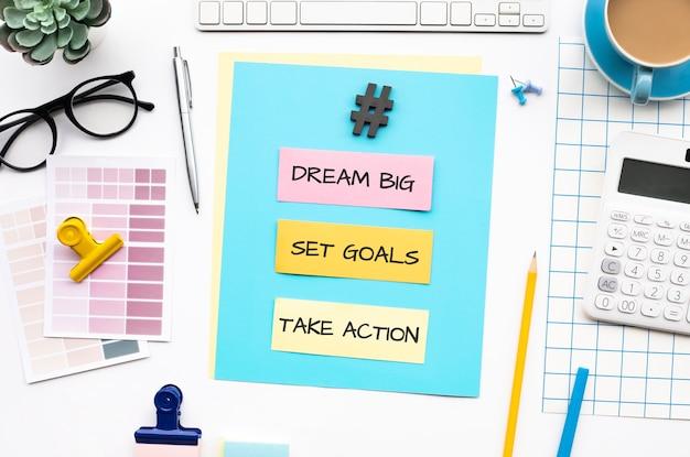 Traum große ziele setzen aktionskonzepte mit text auf schreibtisch tisch Premium Fotos