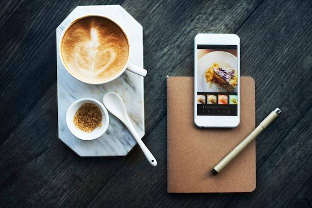 Trendiges café in der stadt Kostenlose Fotos