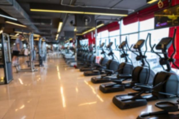 Tretmühle im sportturnhalleninnenraum und im fitness-fitness-club Premium Fotos