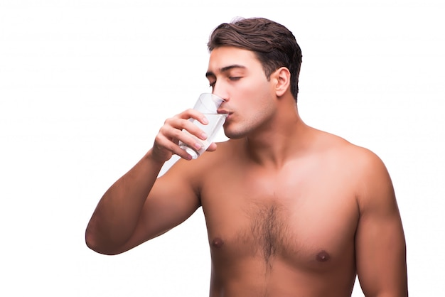 Trinkwasser des blanken mannes getrennt auf weiß Premium Fotos