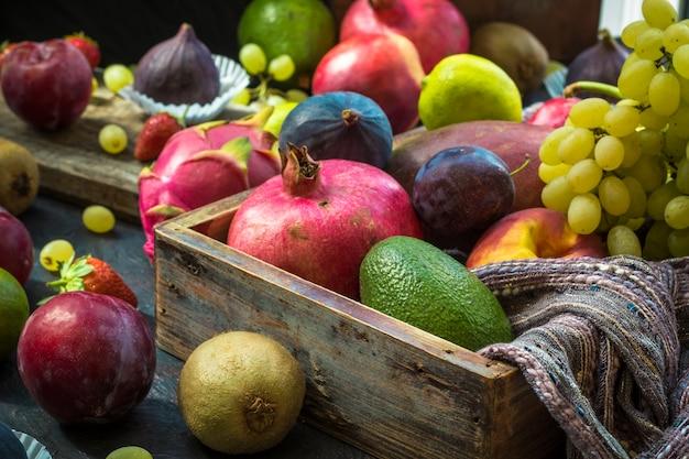 Tropische früchte. schönes essen design. Premium Fotos