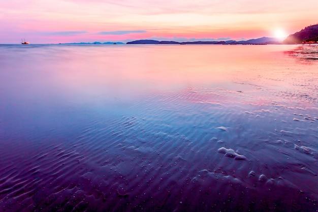 Tropischer strand in der provinz krabi Premium Fotos